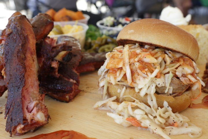 ribs-cole-slaw-bbq-alamo-richmond-4082-min
